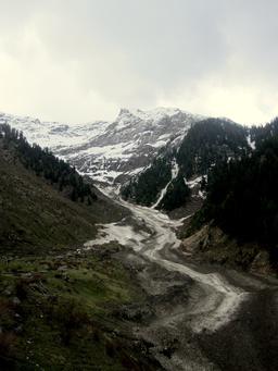 Glacier pakistanais. Source : http://data.abuledu.org/URI/586a7b4d-glacier-pakistanais