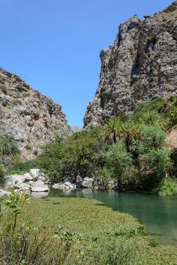 Gorges et lac de Limni Preveli en Crète. Source : http://data.abuledu.org/URI/5652cd86-gorges-de-limni-preveli-en-crete