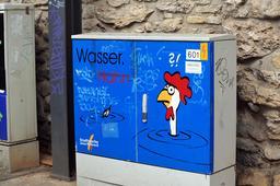 Graffiti sur compteur d'eau. Source : http://data.abuledu.org/URI/53a7f135-graffiti-sur-compteur-d-eau