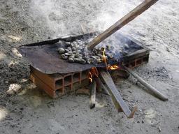 Grillage de noix de cajou 2. Source : http://data.abuledu.org/URI/520a2d6e-grillage-de-noix-de-cajou-2