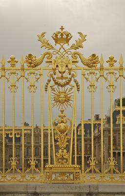 Grille du château de Versailles. Source : http://data.abuledu.org/URI/535252b8-grille-du-chateau-de-versailles