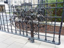 Grille en fer forgé à Londres. Source : http://data.abuledu.org/URI/5654cc0d-grille-en-fer-forge-a-londres