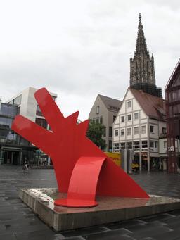 Gros plan sur le chien rouge de Keith Haring. Source : http://data.abuledu.org/URI/53898379-gros-plan-sur-le-chien-rouge-de-keith-haring