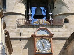 Grosse cloche et horloge de la Porte Saint-Eloi à Bordeaux. Source : http://data.abuledu.org/URI/5547caf8-grosse-cloche-et-horloge-de-la-porte-saint-eloi-a-bordeaux