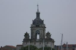 Grosse horloge de La Rochelle. Source : http://data.abuledu.org/URI/5826208b-grosse-horloge-de-la-rochelle