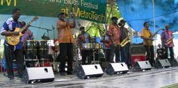 Groupe musical sénégalais Boaboab. Source : http://data.abuledu.org/URI/548863f0-groupe-musical-senegalais-boaboab