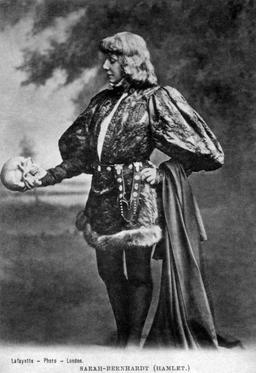 Hamlet par Sarah Bernhardt en 1899. Source : http://data.abuledu.org/URI/53751cc3-hamlet-par-sarah-bernhardt-en-1899