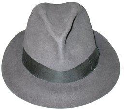 Chapeau. Source : http://data.abuledu.org/URI/503933e7-hatt-jpg