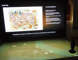 Histoire des quartiers bordelais à la Cité du Vin. Source : http://data.abuledu.org/URI/59f2cd85-histoire-des-quartiers-bordelais-a-la-cite-du-vin