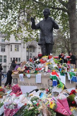 Hommage à Nelson Mandela à Londres. Source : http://data.abuledu.org/URI/52fa5cd8-hommage-a-nelson-mandela-a-londres