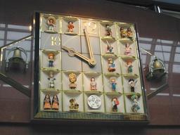 Horloge à marionnettes. Source : http://data.abuledu.org/URI/50e96835-horloge-a-marionnettes