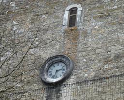 Horloge à Salies-de-Béarn. Source : http://data.abuledu.org/URI/58662194-horloge-a-salies-de-bearn