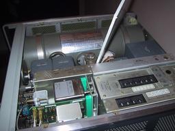 Horloge atomique au césium. Source : http://data.abuledu.org/URI/50b00b67-horloge-atomique-au-cesium