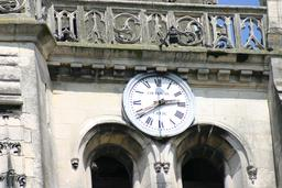 Horloge de clocher. Source : http://data.abuledu.org/URI/5188180a-horloge-de-clocher