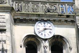 Horloge de clocher. Source : http://data.abuledu.org/URI/5188180a-horloge-de-clocher