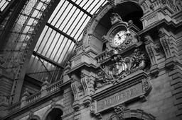 Horloge de la gare d'Anvers. Source : http://data.abuledu.org/URI/54cfcca2-horloge-de-la-gare-d-anvers