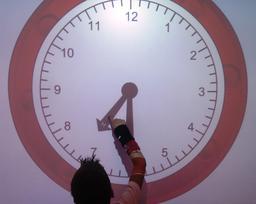 Horloge au tableau numérique. Source : http://data.abuledu.org/URI/5336c653-horloge-digitale