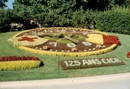 Horloge fleurie à Genève. Source : http://data.abuledu.org/URI/529b0787-horloge-fleurie-a-geneve