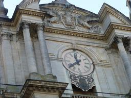 Horloge monumentale à Nancy. Source : http://data.abuledu.org/URI/581a08e9-horloge-monumentale-a-nancy