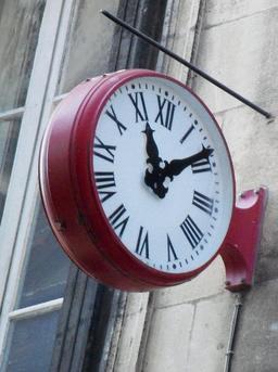 Horloge murale avec chiffres romains. Source : http://data.abuledu.org/URI/552af44a-horloge-murale-avec-chiffres-romains