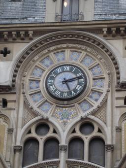Horloge parisienne de 1910. Source : http://data.abuledu.org/URI/529afe8d-horloge-parisienne-de-1910