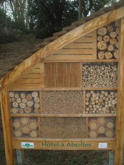 Hôtel à abeilles. Source : http://data.abuledu.org/URI/5103f1d2-hotel-a-abeilles