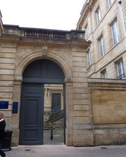 Hôtel bordelais du dix-huitième siècle. Source : http://data.abuledu.org/URI/591529e3-hotel-bordelais-du-dix-huitieme-siecle