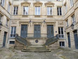 Hôtel bordelais du dix-huitième siècle. Source : http://data.abuledu.org/URI/59152a35-hotel-bordelais-du-dix-huitieme-siecle