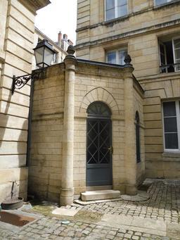 Hôtel bordelais du dix-huitième siècle. Source : http://data.abuledu.org/URI/59152a68-hotel-bordelais-du-dix-huitieme-siecle