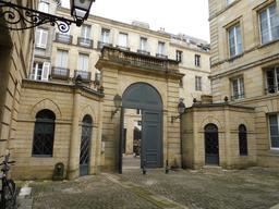 Hôtel bordelais du dix-huitième siècle. Source : http://data.abuledu.org/URI/59152ace-hotel-bordelais-du-dix-huitieme-siecle