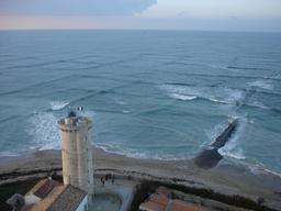 Houle croisée au phare des baleines. Source : http://data.abuledu.org/URI/50bf4f86-houle-croisee-au-phare-des-baleines