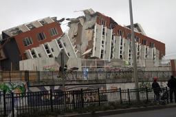 Immeuble après tremblement de terre. Source : http://data.abuledu.org/URI/51c2243b-immeuble-apres-tremblement-de-terre