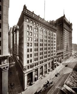 Immeuble new yorkais en 1920. Source : http://data.abuledu.org/URI/589e68cd-immeuble-new-yorkais-en-1920