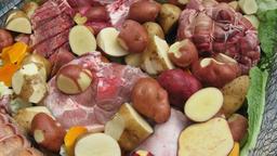 Ingrédients pour Hangi avant cuisson. Source : http://data.abuledu.org/URI/5102557f-ingredients-pour-hangi-avant-cuisson