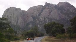 Inselberg de Masvingo au Zimbawe. Source : http://data.abuledu.org/URI/52778506-inselberg-de-masvingo-au-zimbawe