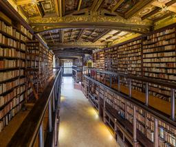 Intérieur de bibliothèque à Oxford. Source : http://data.abuledu.org/URI/582f48e2-interieur-de-bibliotheque-a-oxford