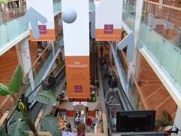 Intérieur du centre commercial de Mériadeck. Source : http://data.abuledu.org/URI/5445817c-interieur-du-centre-commercial-de-meriadeck