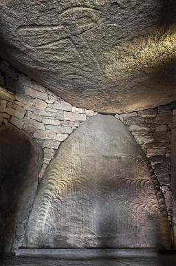 Intérieur du cairn de Locmariaquer. Source : http://data.abuledu.org/URI/53d410ec-intrieur-du-cairn-de-locmariaquer