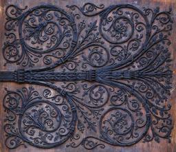 Pentures de fer forgé de Notre-Dame de Paris. Source : http://data.abuledu.org/URI/53e38dbc-ironwork-west-portal-notre-dame-jpg