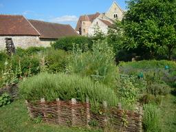 Jardin médiéval. Source : http://data.abuledu.org/URI/501c571d-jardin-medieval