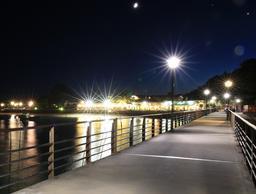 Jetée du Cap-Ferret de nuit. Source : http://data.abuledu.org/URI/55bbf86c-jetee-du-cap-ferret-de-nuit