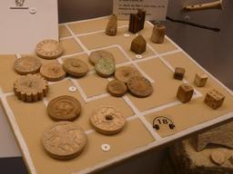 Jetons médiévaux. Source : http://data.abuledu.org/URI/50fb0185-jetons-medievaux