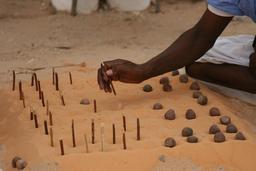 Jeu de Dames en Mauritanie. Source : http://data.abuledu.org/URI/552e2459-jeu-de-dames