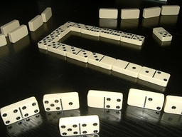 Jeu de domino. Source : http://data.abuledu.org/URI/502c0f93-jeu-de-domino