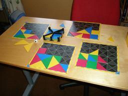 Jeu de formes géométriques. Source : http://data.abuledu.org/URI/50eac99e-jeu-de-formes-geometriques