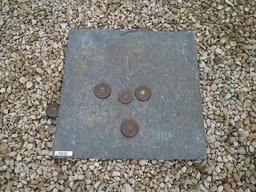 Jeu de palets en fonte sur plaque de plomb. Source : http://data.abuledu.org/URI/53cc3537-jeu-de-palets-en-fonte-sur-plaque-de-plomb