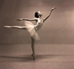 Jeune danseuse classique en 1991. Source : http://data.abuledu.org/URI/53367411-jeune-danseuse-classique-en-1991