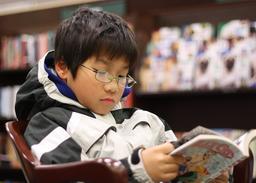 Jeune lecteur de manga. Source : http://data.abuledu.org/URI/5962b7cc-jeune-lecteur-de-manga