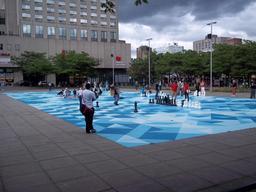 Jeux de tangram de rue à Montréal. Source : http://data.abuledu.org/URI/52f6932f-jeux-de-tangram-de-rue-a-montreal