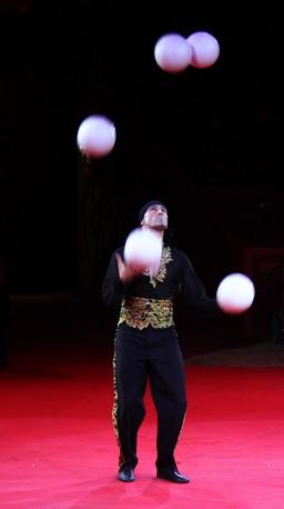 Jongleur. Source : http://data.abuledu.org/URI/501a772c-jongleur